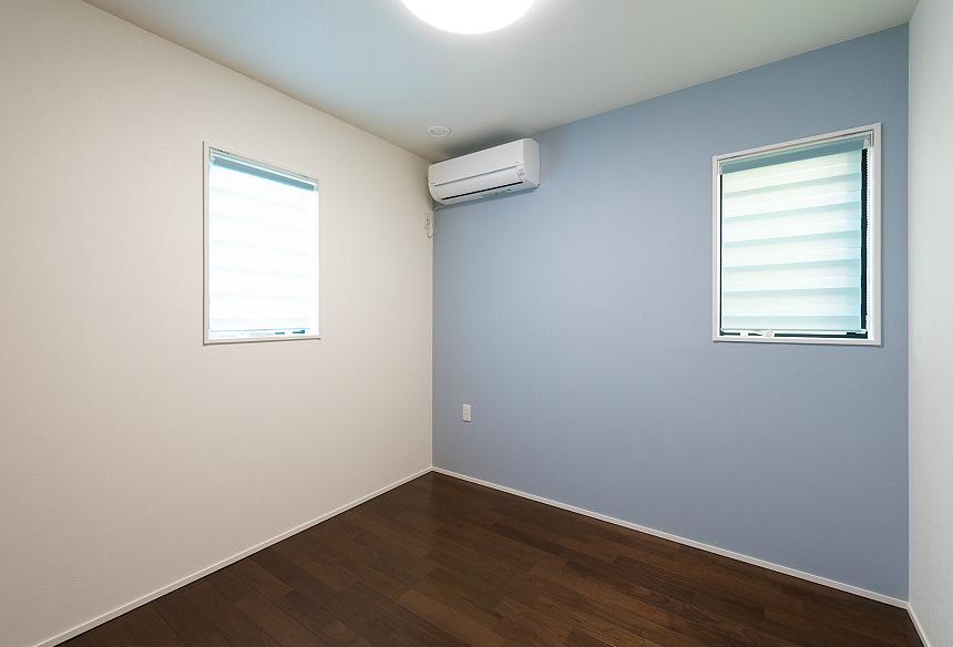 「子ども部屋」 アクセントカラーは心安らぐよう淡い色にしました。深みのある床材にとても合いますね。