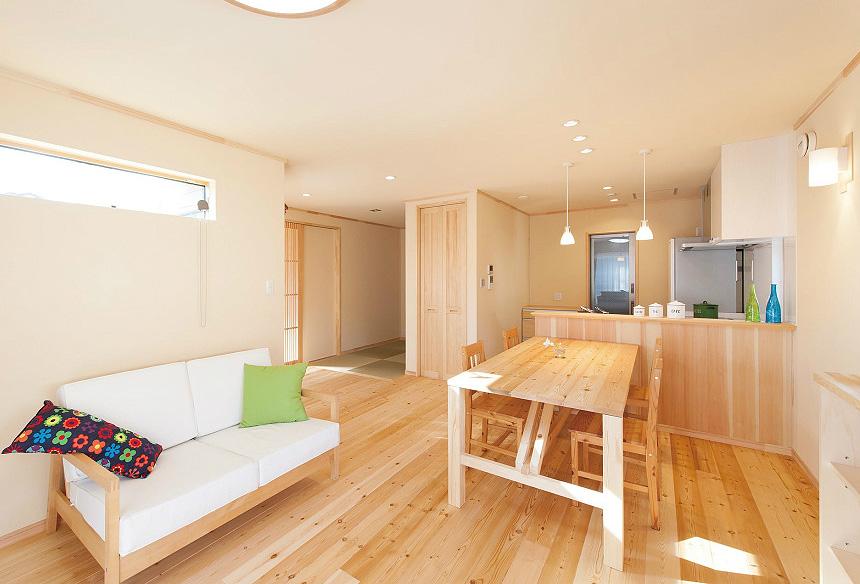 LDKから和室スペースまで光が差し込む明るいお部屋になるよう設計。