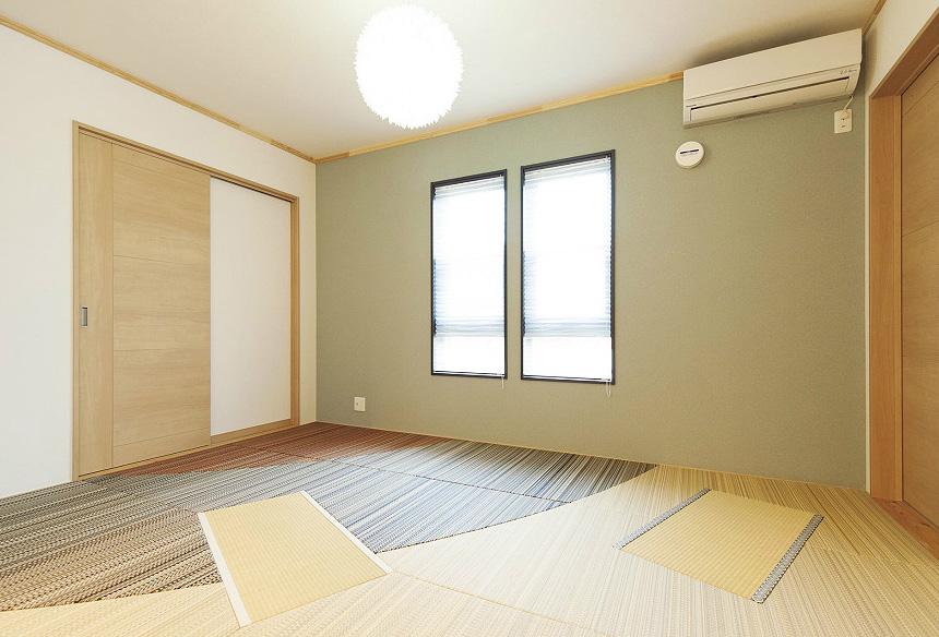 和室は畳職人熟練の技術が息づく美しい畳が敷き詰められたお施主様こだわりの空間。