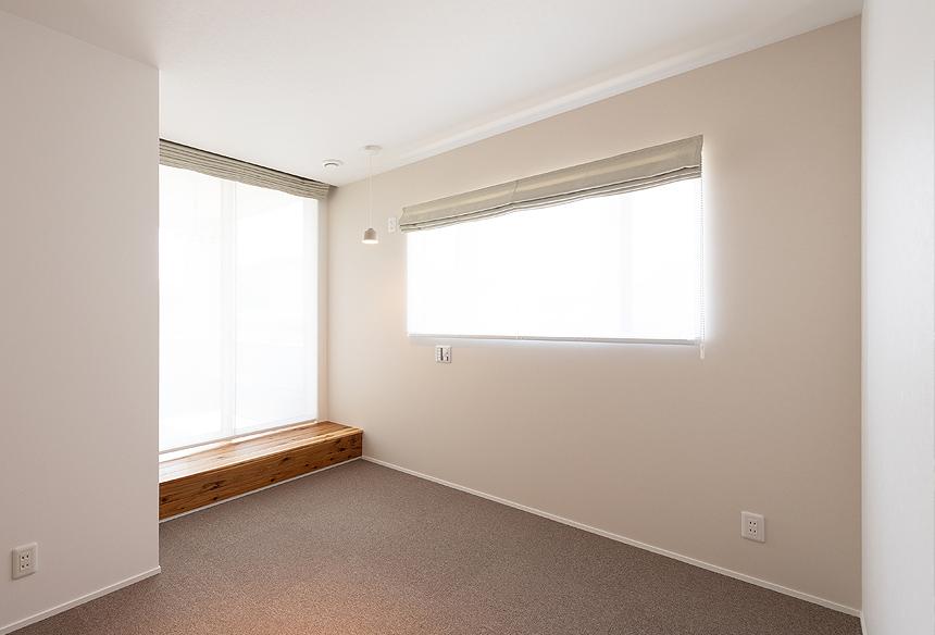 寝室はシンプルにまとめ、穏やかに過ごせる空間をつくりました。