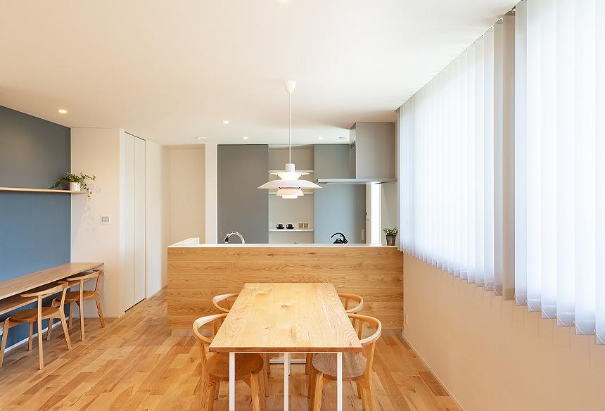 キッチン横のスタディスペースは正面の壁はマグネットシートになっています。カウンターの下には収納スペースも。キッチンで家事をしながらお子さまの様子を見守ることができます!