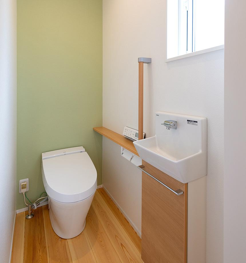 「浴室」広々とゆっくり入れるおフロ。壁面はここもグリーンにこだわりました。