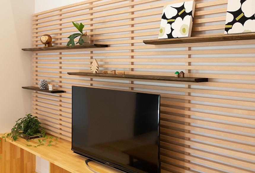 「こだわりのTVボード」ご夫婦のコレクションをお洒落に飾る棚が欲しいとのご希望から、完成したTVボードはこだわわりの造作です。