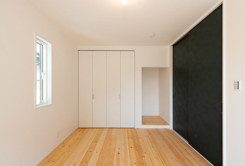 「洋室」お母様のお部屋として考えられた、日当たりのよいお部屋です。