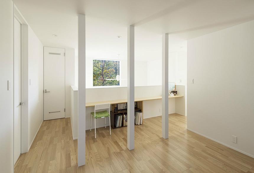 2階:ファミリースペース。オープンなのでFIX窓の光が2階にも差し込みます。