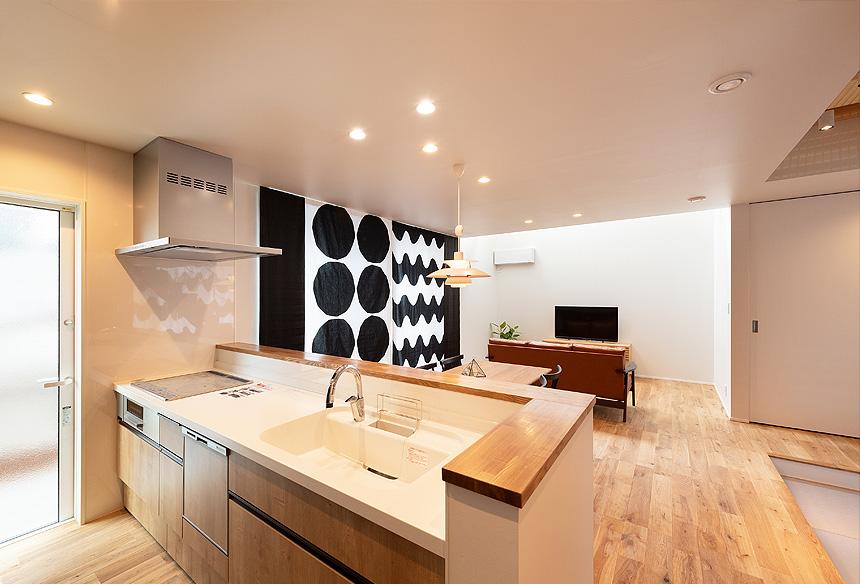 キッチンから見渡すことが出来るLDK。家事をしながら同じ時間を過ごせるっていいですね。