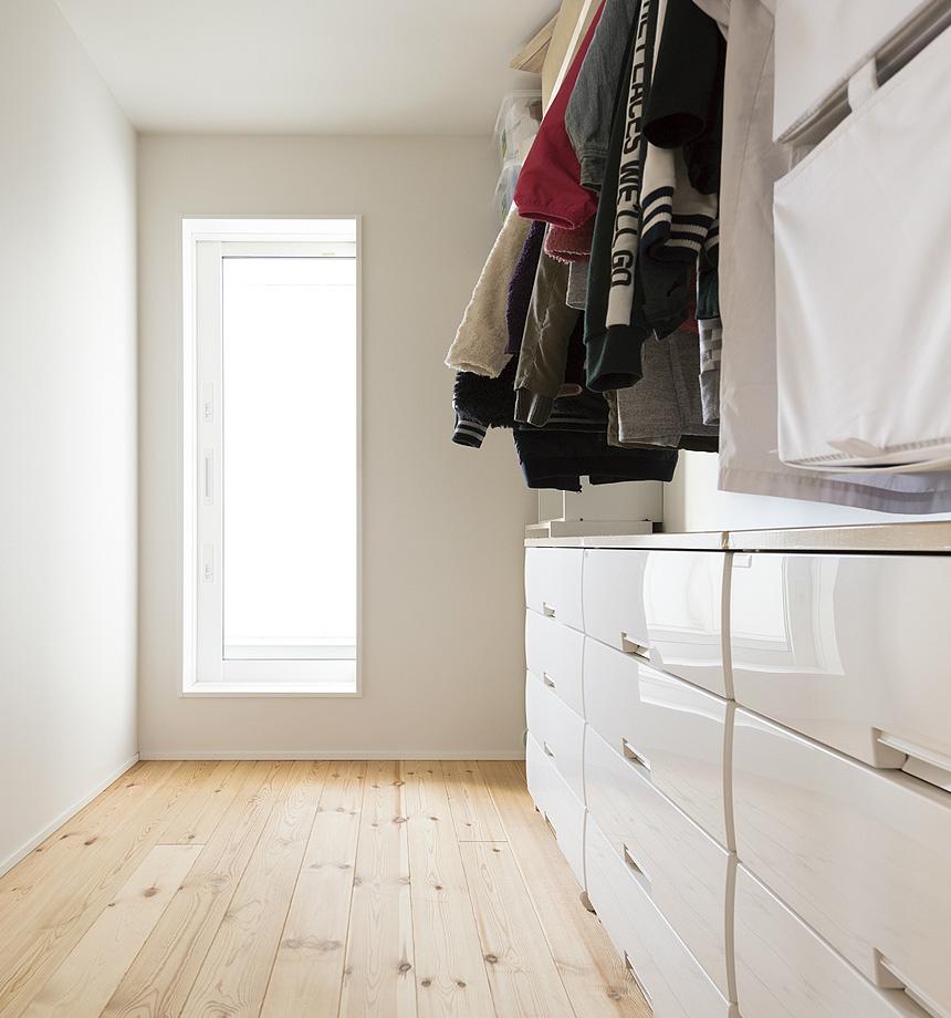 大容量のものが収納できるWIC。床から天井までの空間を無駄にすることなく、家族の荷物がすっきり片付きます。